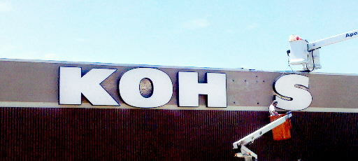 Kohl's sign being added to the West Manchester Mall