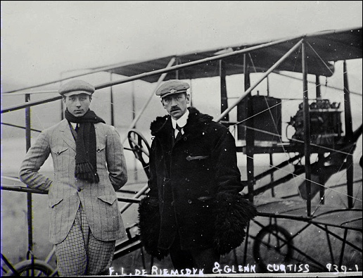 F. L. de Riemsdyk and Glenn Curtiss standing by Curtiss Biplane (1909 Photo from Library of Congress, Prints and Photographs Division)