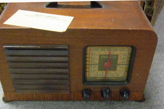 I didn't quite catch it in the photo, but this table model Philco has a handle on the top, making it portable.