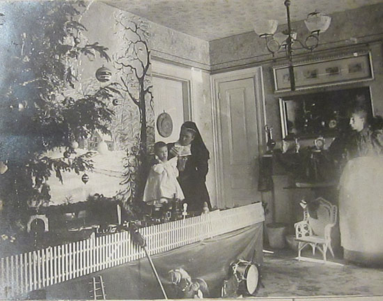 Henry S. Small's Christmas Tree, Dec. 25, 1897