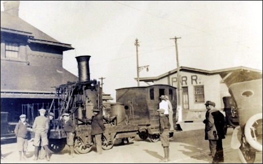 "Phineas Davis' pioneering 1832 ""Atlantic"" locomotive sitting on trolley tracks along East North Street at the railroad station in York, Pa. during November 1924. (Baltimore & Ohio Railroad Archives)"