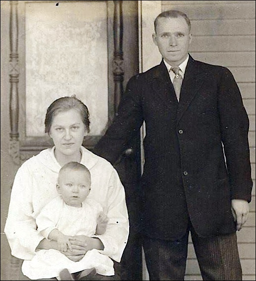 Charles Edward Smeltzer, wife Orah Matilda Snell Smeltzer and son James E. Smeltzer, in Bittersville, York County, PA (1919 Photo from Ancestry.com)